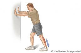 Exercise sur le mur pour les mollets